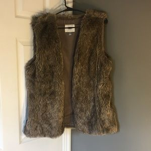 Old navy faux fur vest size large